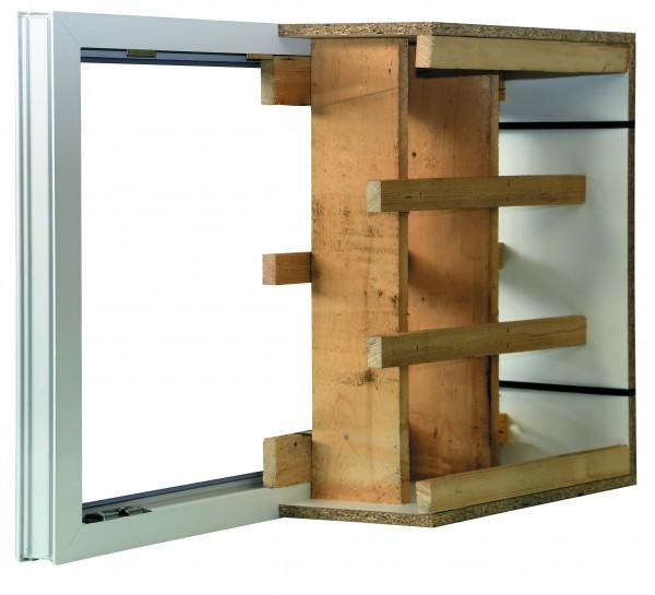 Kunststoff-Kellerfenster mit einseitiger Holzschalung